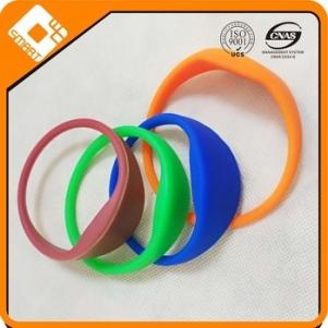 Personalized Silicone Bracelet Rubber Wristband 360 PVC charm